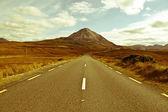 Paisagem da estrada para as montanhas errigal — Fotografia Stock