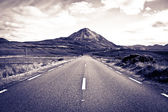 Road to the Errigal mountains toned — Stock Photo