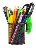 Makas, kalem ve tükenmez kalem ile office kupası — Stok fotoğraf