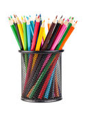 Divers crayons de couleur en coupe de bureau noir — Photo