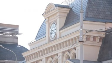 Clock at the Paveletskiy railway station, Moscow — Stock Video