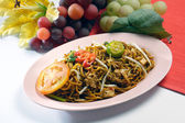 Noodles. stir-fried noodles with chicken — Stock Photo