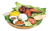 Comida tradicional Indonesia, pollo, pescado, verduras — Foto de Stock
