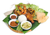 Indonesian traditional food, chicken, fish, vegetables — Stock Photo