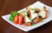 Japanse keuken. gebakken kip op de achtergrond — Stockfoto