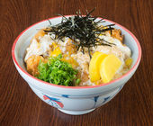 Japanese cuisine. fried chicken rice on the background — Stock Photo