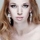 Moda kız portrait.accessorys.red kıllar. — Stok fotoğraf