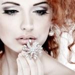 rood haar. mode meisje portrait.accessorys.isolated op een witte achtergrond — Stockfoto