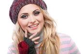 Een foto van mooi meisje is in de winterkleren — Stockfoto