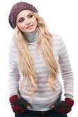 фото красивая девушка находится в зимней одежде — Стоковое фото