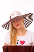 帽子のかなりブロンドの女性 — ストック写真