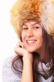 Mulher morena alegre em um chapéu de pele — Fotografia Stock