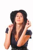 Mooie vrouw in een zwarte hoed — Stockfoto