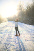 Walking in the field on a sunny winter day — Stockfoto