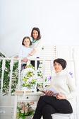 Grootmoeder, dochter en kleindochter — Stockfoto