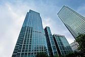 современные стеклянные небоскребы — Стоковое фото