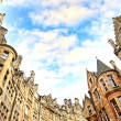 Historical architecture in the street of the Old Town in Edinburgh — Stock Photo