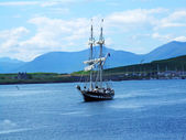 Beautiful view with a ship in Oban — Stock Photo