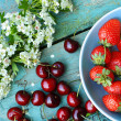 Fresh organic cherries and strawberries — Stock Photo