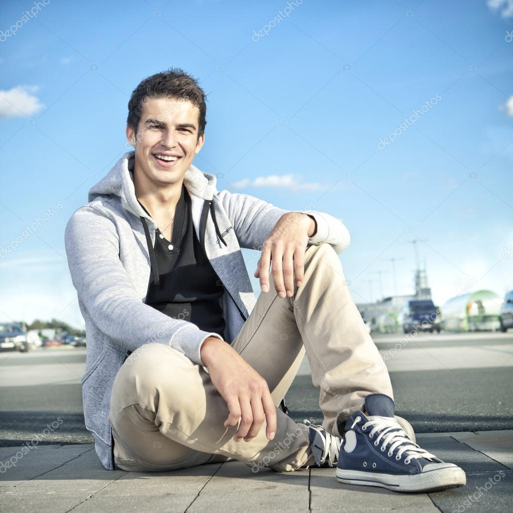 Pretty young fashion man outdoor, summer scene — Stock Photo #14304601