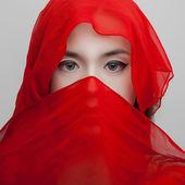 Jovem retrato em vermelho — Fotografia Stock