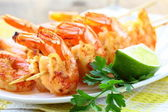 Ready to eat grilled shrimp with lime and parsley — Stock Photo