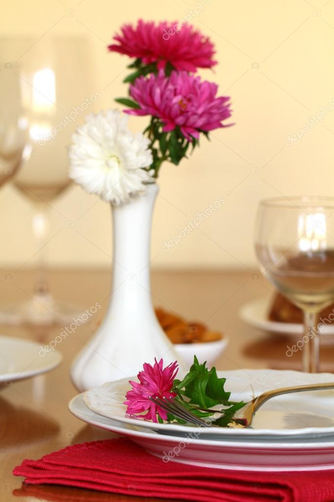 Holiday table setting with flowers — Stock Photo #12737817