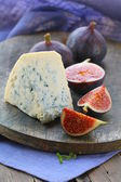 Blue cheese and sweet fruit figs on a wooden board — Stock Photo