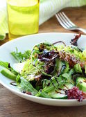 Salad mix with avocado and cucumber, with balsamic dressing — Stock Photo