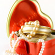 Gift box with gold and pearl jewelry — Stock Photo #17131935