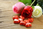 Fresh roses and gifts for the holiday Valentines Day — Stock Photo