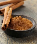 Cinnamon sticks and powder cinnamon — Stock Photo