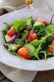 色拉配以牛油果番茄和黄瓜 — 图库照片