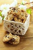 Ayçiçeği tohumu ve kuru üzüm ile çıtır kurabiye — Stok fotoğraf