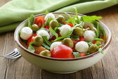 Salad with arugula, tomatoes and mozzarella cheese — Stock Photo