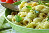Italian tortellini with basil and olive oil — Stock Photo