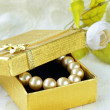 Pearl necklace in a gold gift box — Foto Stock