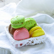 Multicolored macaroon cookies, traditional French pastries — Lizenzfreies Foto
