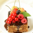Chocolate cake with berries (raspberry, currant, cherry) and chocolate sauce — Stock Photo