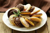 Cookies with chocolate glaze of white and milk chocolate — Stockfoto