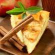 Piece of homemade apple pie with cinnamon on a wooden table — Stockfoto