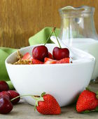 Grain muesli with strawberries and cherries — Stock Photo
