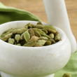 Green cardamom pods spice - aromatic seasoning for food — Stock Photo