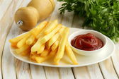 Traditional French fries with tomato ketchup — Stock Photo
