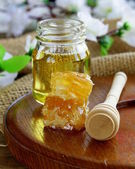 Natural organic honey in the comb and glass jar — Foto Stock