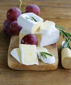 Soft cheese with a white mold (brie, camembert) — Stock Photo