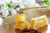 Natural organic sweet honeycomb on a wooden plate — Stockfoto