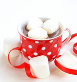 Hot cocoa with marshmallows, sweet dessert drink — Stock Photo