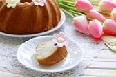 Easter festive fruitcake decorated with flowers — Stock Photo