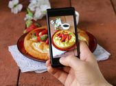 Smartphone shot food photo -  vanilla cake with strawberries — Stock Photo